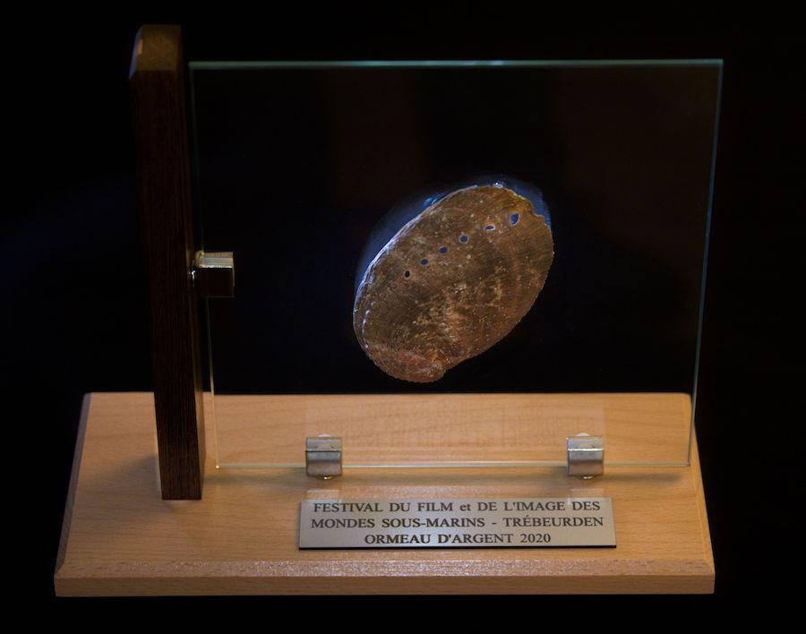 Trophée de l'ormeau d'argent obtenu par Emposieu Prod au Festival des mondes sous-marins de Trébeurden